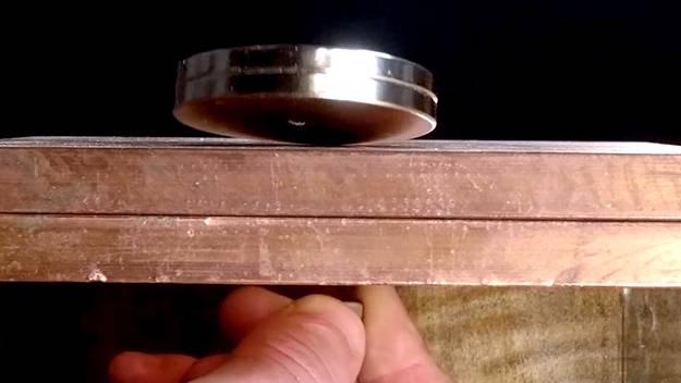 铜对强磁铁的惊人反应| 力场运动阻尼