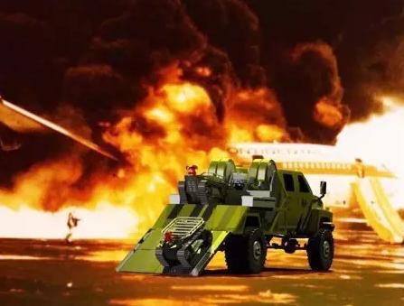 """moore8活动海报-""""浴火而生"""":其实我们可以把消防交给机器人去做"""